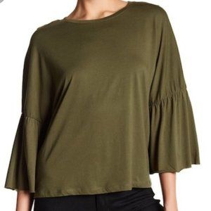 Xl DANTELLE TOP W/ bell sleeves